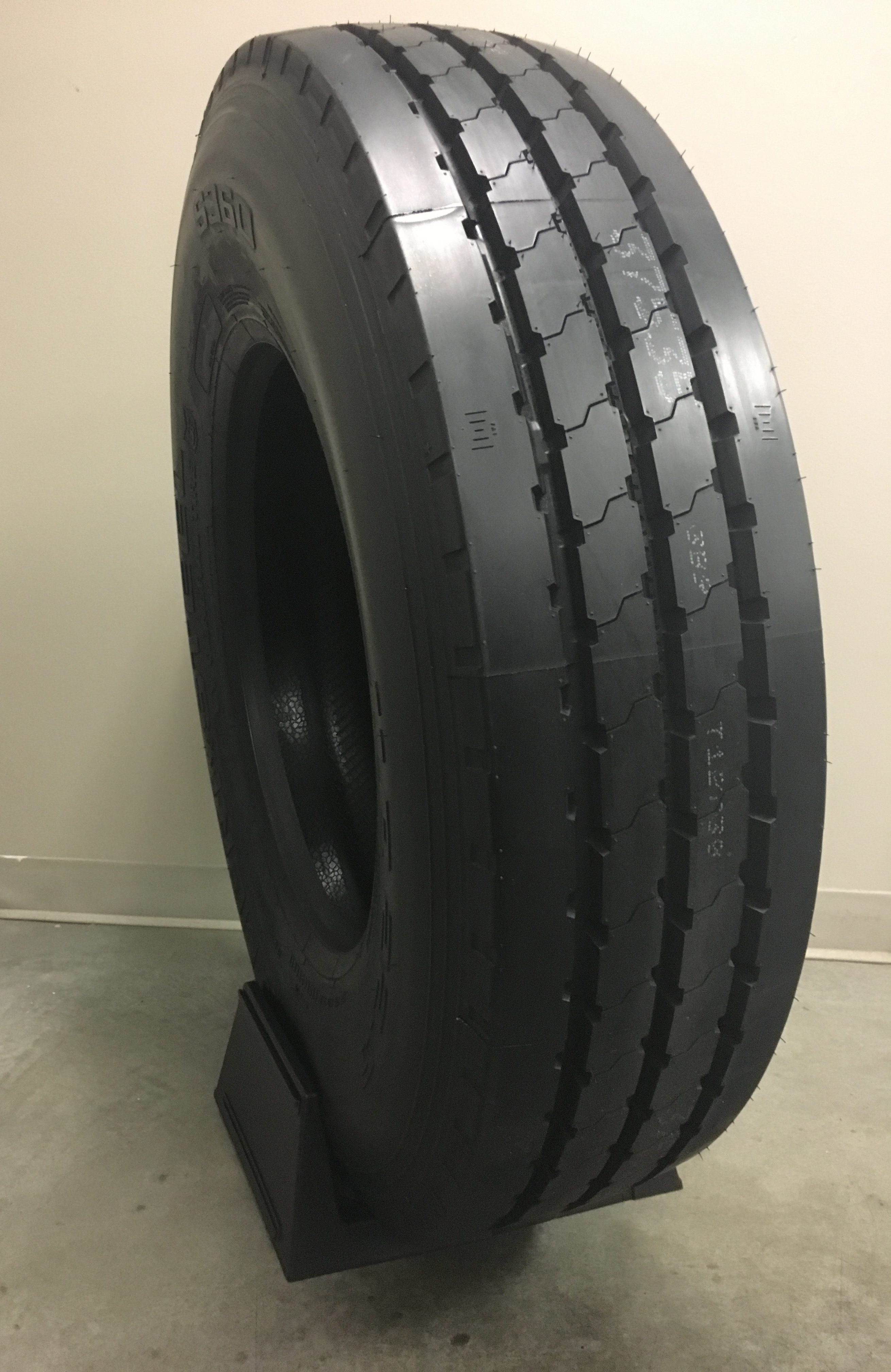 11r22 5 ameristeel by general s360 multi purpose all position outdoor tire. Black Bedroom Furniture Sets. Home Design Ideas